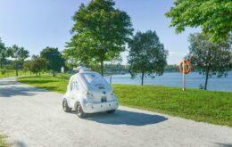Robô patrulha parque e avisa sobre distanciamento social