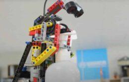 Refugiados crean robot con piezas de Lego para limpiarse las manos