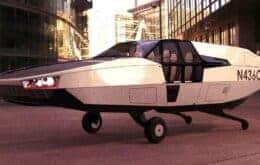 Carro voador lembra bastante o DeLorean de 'De Volta Para o Futuro'