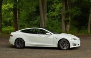 Vídeo mostra como Tesla Roadster atinge 100Km/h em 1,1 segundo