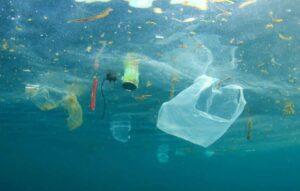 Microplásticos de pneus influenciam poluição dos oceanos