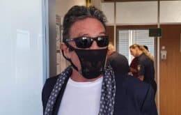 John McAfee é preso por usar 'calcinha de renda' como máscara