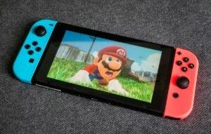 Fã cria console portátil que mistura Game Boy e Wii