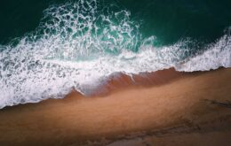 Surfista cria 'sugador' de lixo que ajuda a despoluir oceanos