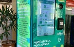 Máquina em estações de trem e metrô troca recicláveis por crédito em passagens