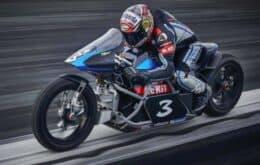 Italiano quebra 11 recordes com moto elétrica a quase 350 km/h