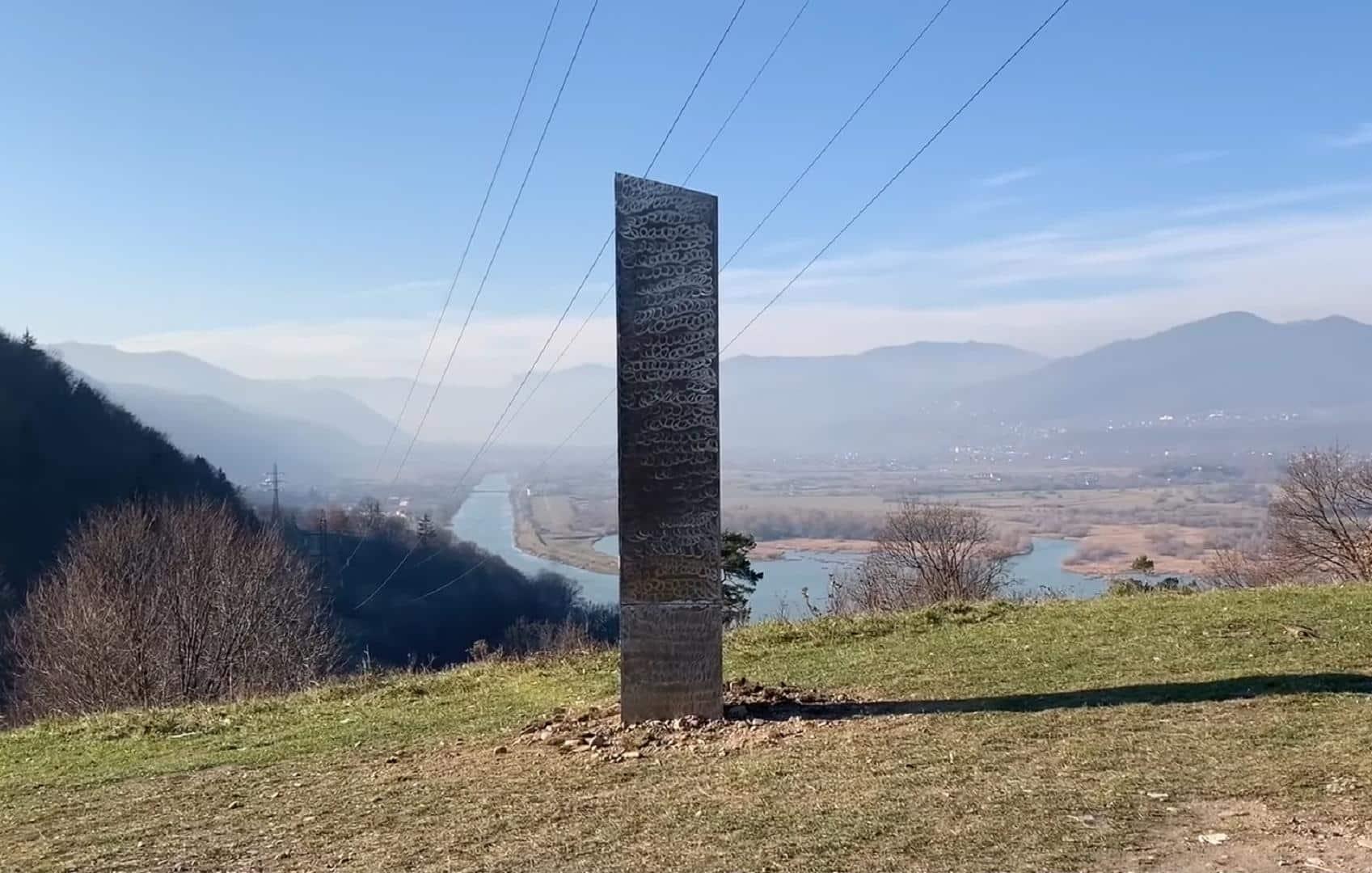"""Monólito alienígena"" de Pietra Neamt, na Romênia"
