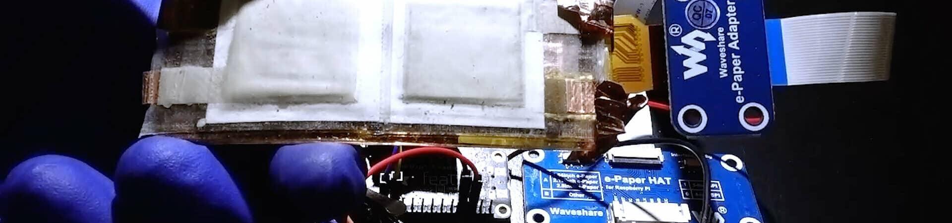 La batería recargable y flexible de UCSD alimenta una pantalla de papel electrónica y un módulo Bluetooth