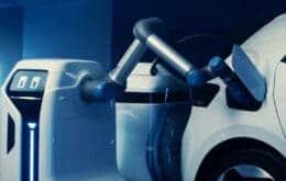 Volkswagen cria robô frentista que recarrega carros elétricos