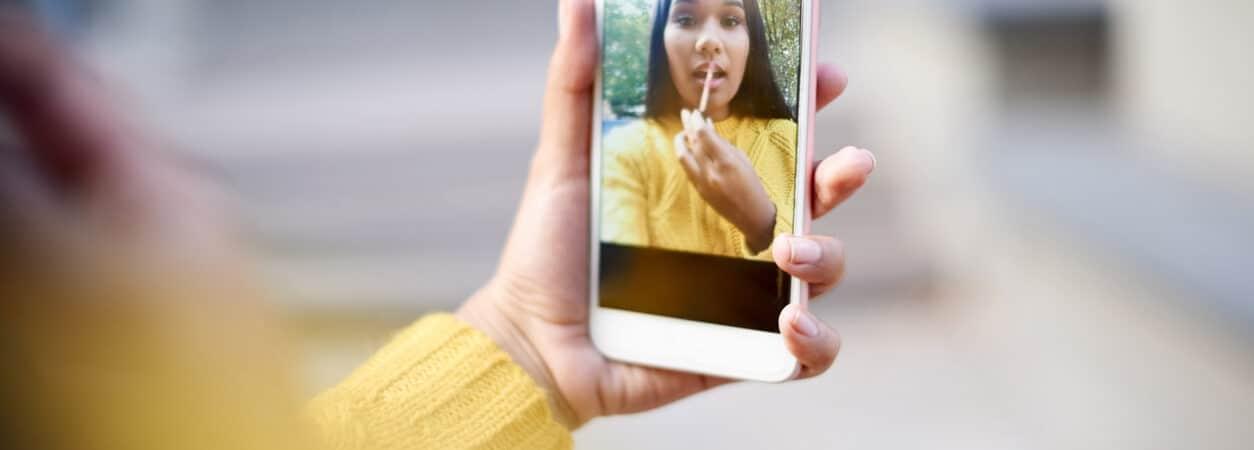 Como salvar selfies espelhadas no iOS 14