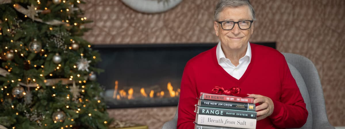 holiday-books_2020_article-hero_1200x564_01-1200x450