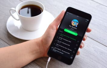 Como postar vídeos musicais do Spotify nos Stories do Instagram
