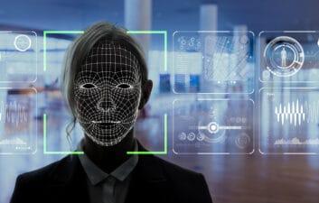 Policía sueca multada por usar sistema de reconocimiento facial