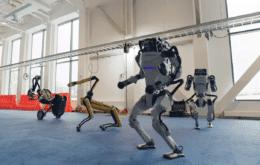 """Robôs da Boston Dynamics dançam o """"Twist"""" ao som de """"Do You Love Me?"""""""