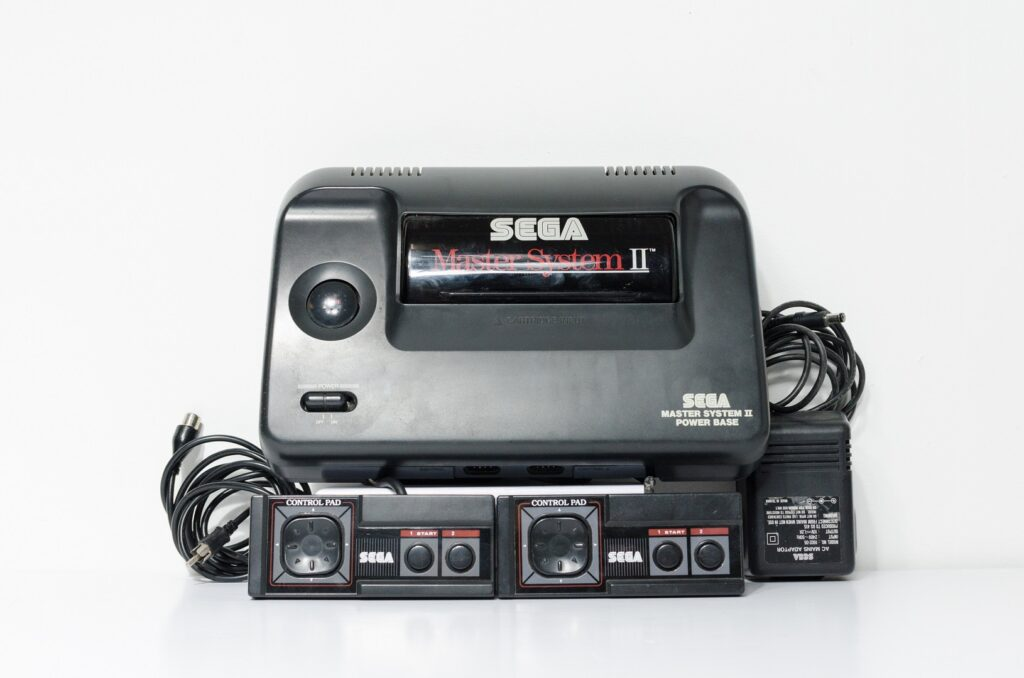 imagem de um videogame Master System, da Sega, que faz parte do acervo do Ministério da Justiça