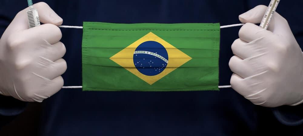 Máscara com a bandeira do Brasil