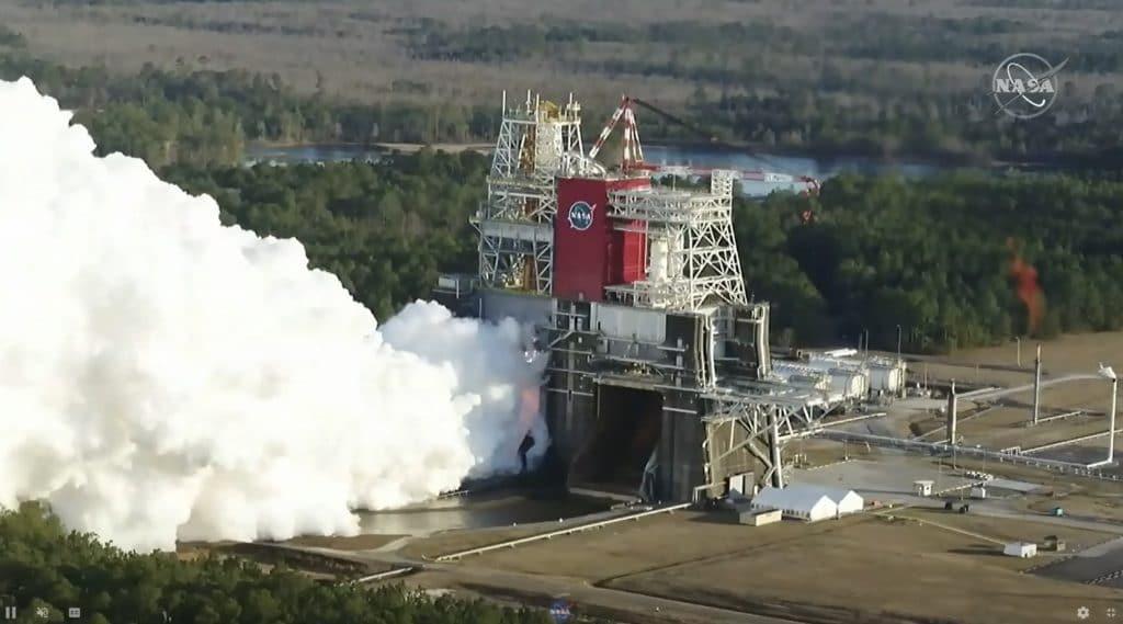 Visão aérea do teste do foguete SLS pouco antes da falha. Imagem: Nasa