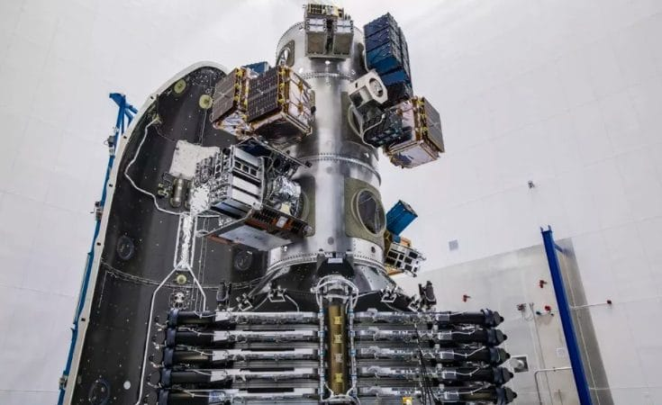 Foguete Falcon 9 com 143 satélites