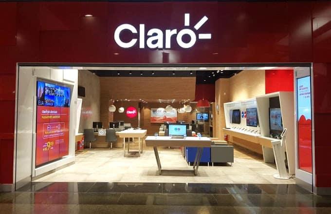 imagem de uma loja da claro, operadora eleita como uma das melhores bandas largas do brasil