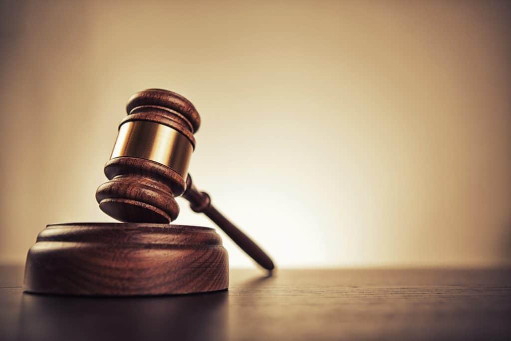 Martelo de juiz, Facebook pode enfrentar Apple nos tribunais