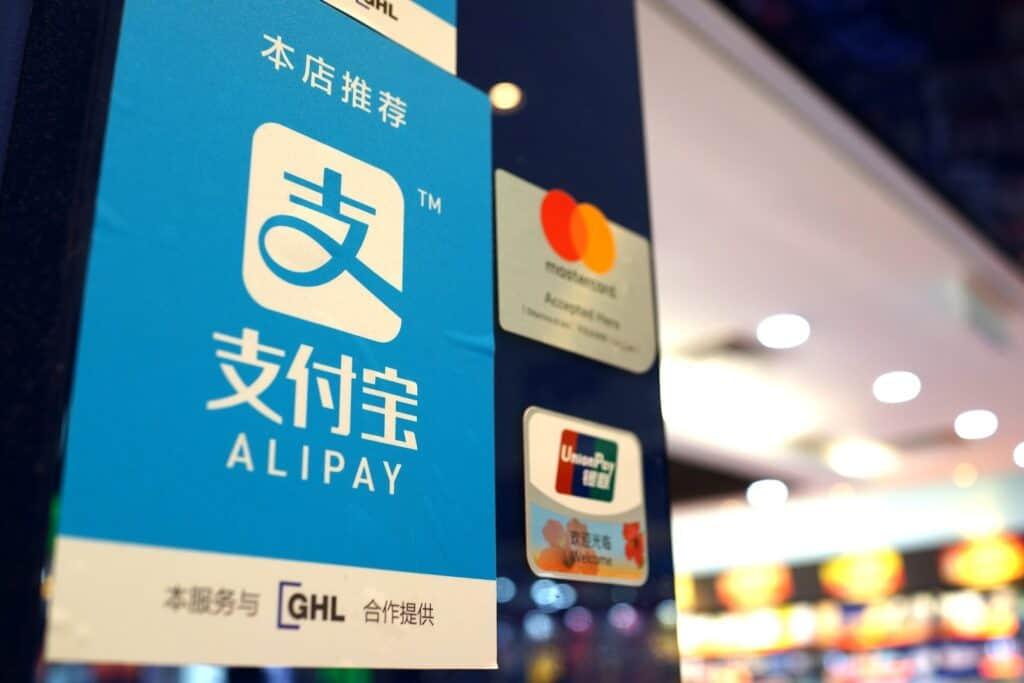 Placa do Alipay em uma loja KLIA 2, na Malásia