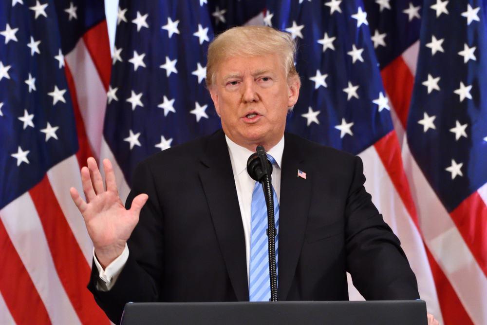 Trump assina ordem que proíbe transações com oito apps chineses