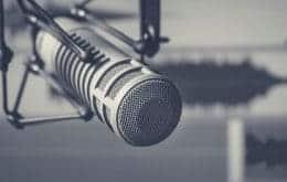 Apple planeja serviço de assinatura de podcast para disputar com Spotify
