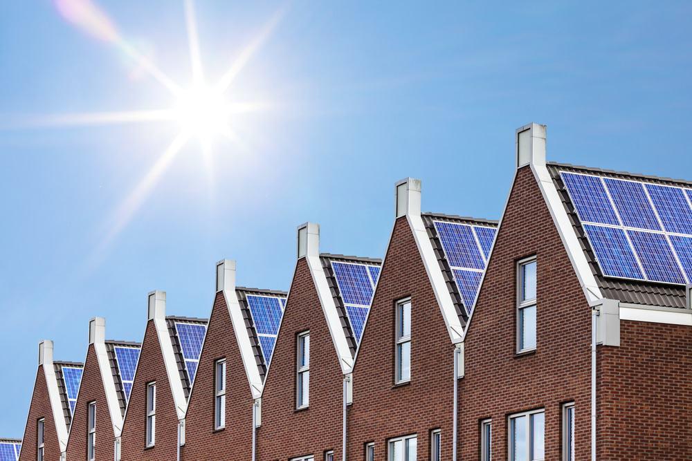 casas com painéis solares