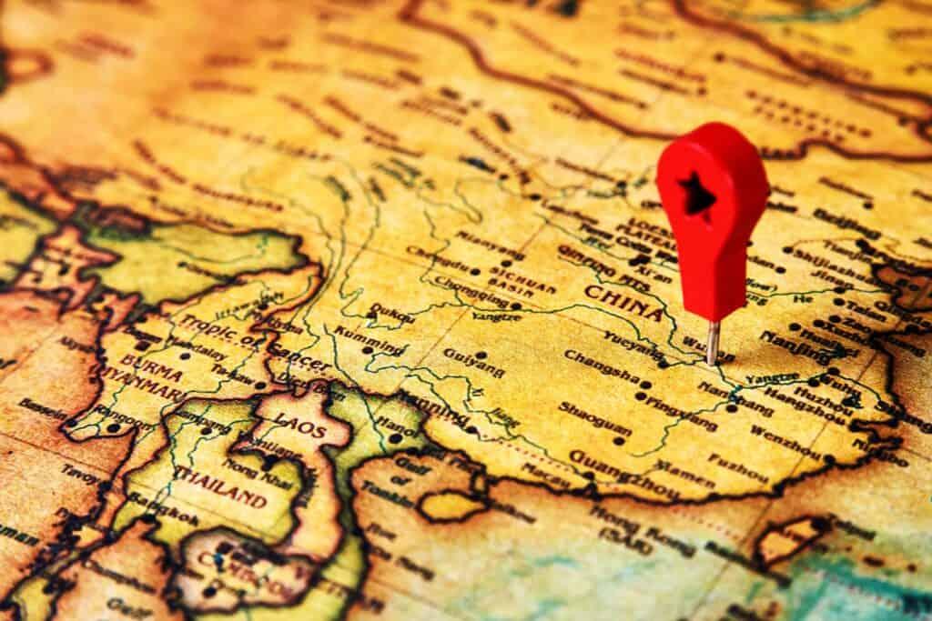 Mapa da China com um pin marcando a localização da cidade de Wuhan