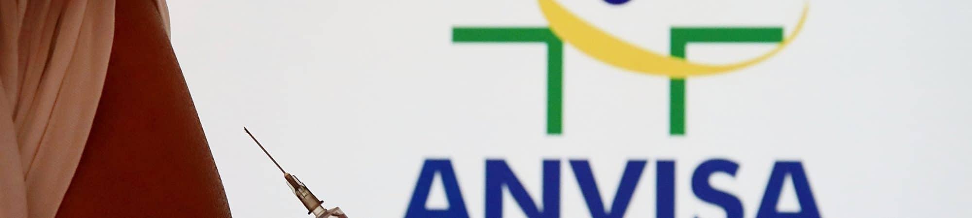 Campanha de vacinação é iniciada após aprovação de vacinas para uso emergencial pela Anvisa