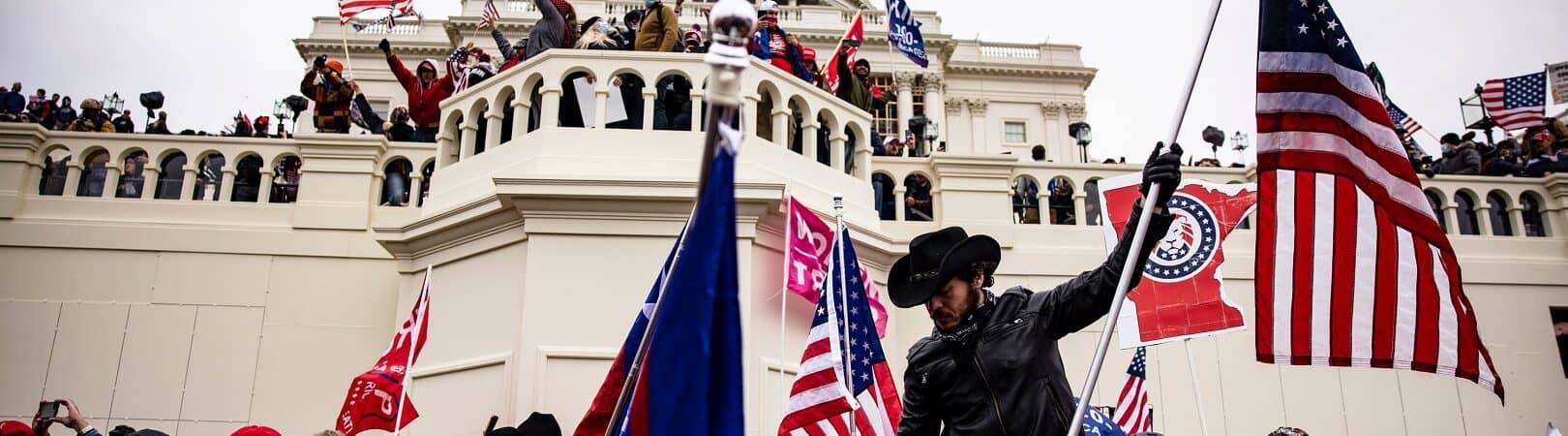Prédio do Capitólio, em Wahsington DC tomado por extremistas de direita