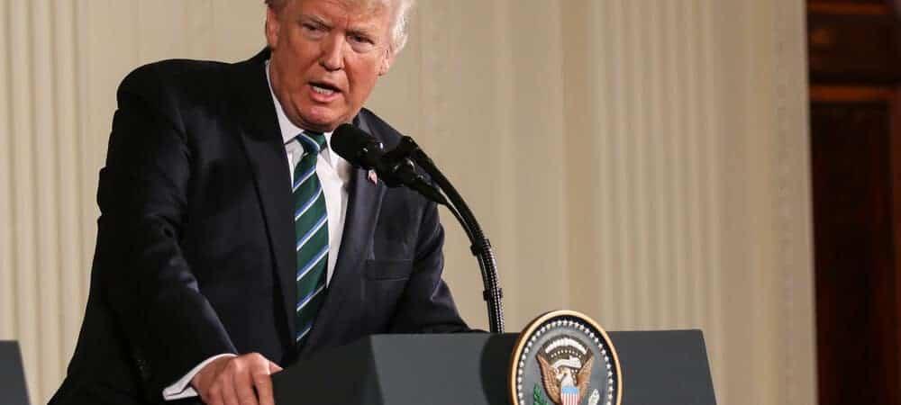 Trump exclui tuítes que o baniram