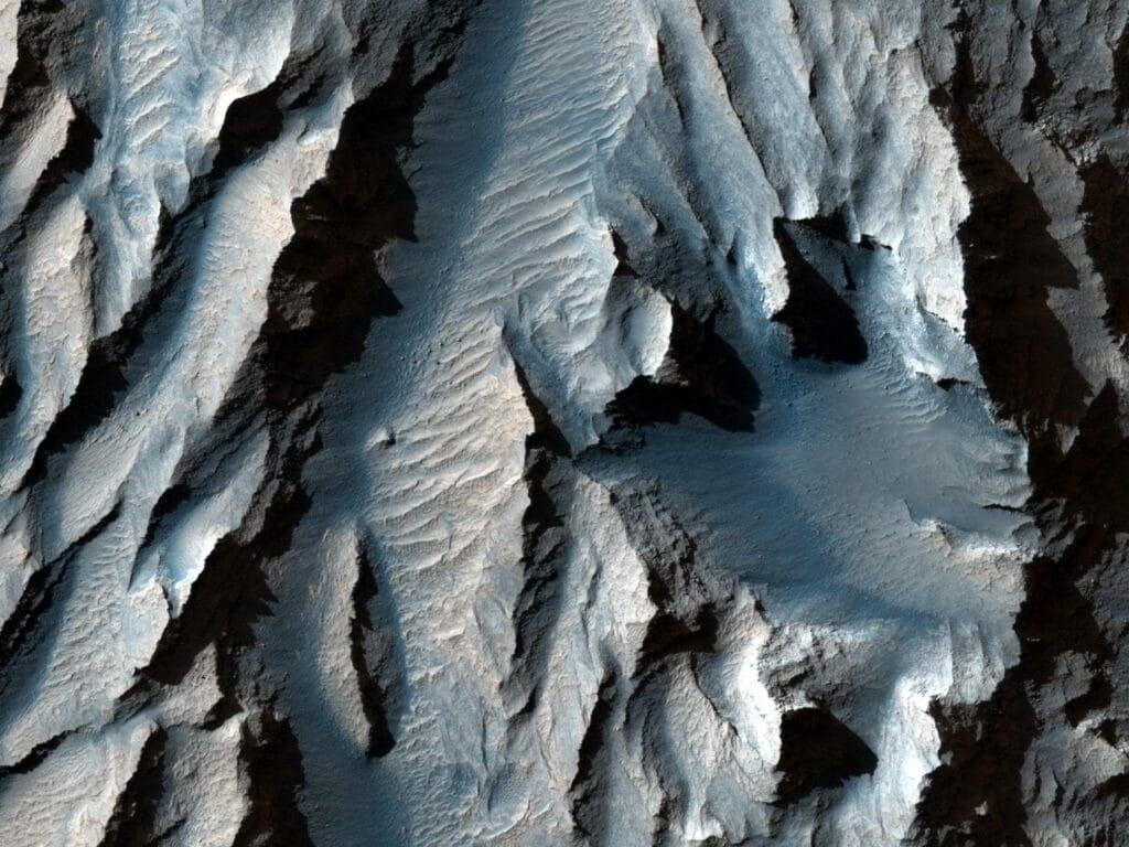 imagem do tithomium chasma, captado por câmera em órbita, em marte