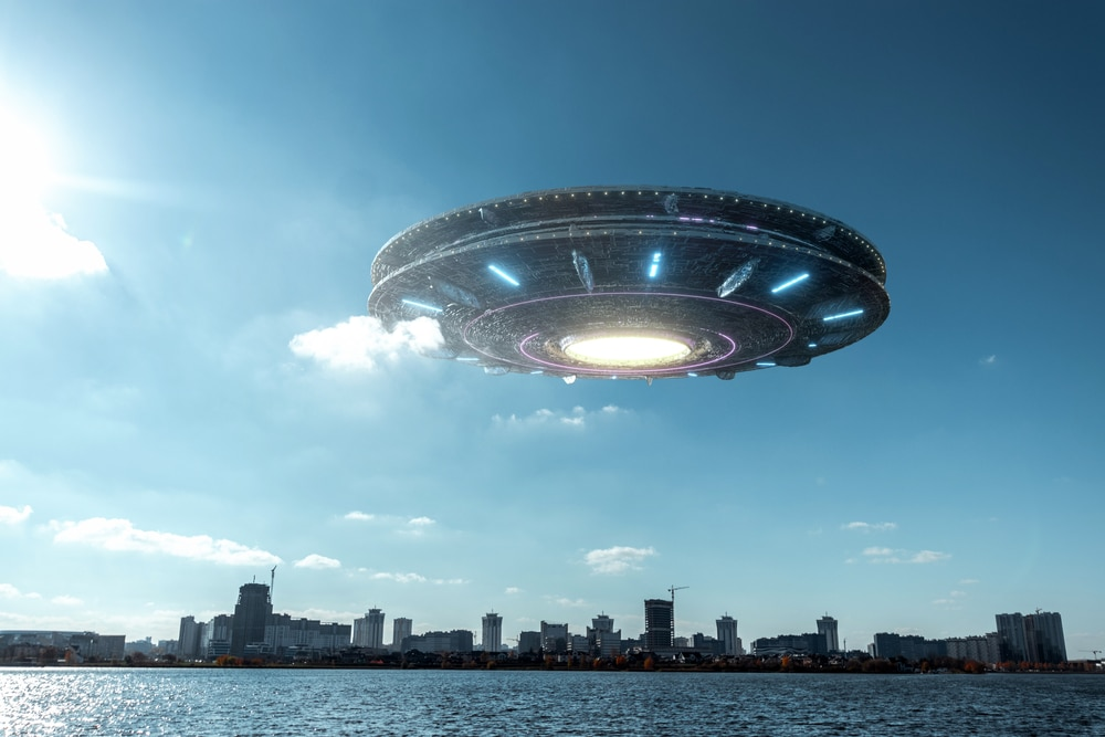 Montage of an extraterrestrial spacecraft over the sky of a city in daylight