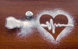 Covid-19: níveis anormais de sódio no sangue apontam riscos para internados
