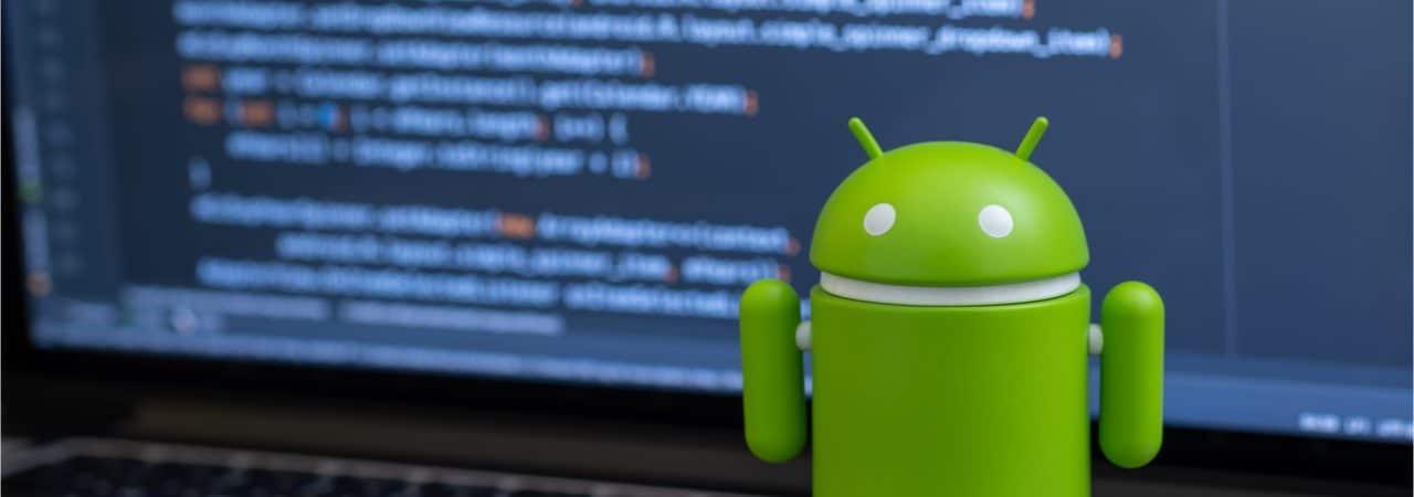 O robõ que simboliza o sistema operacional Android, para smartphones