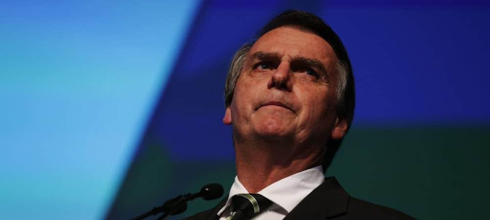Jair Bolsonaro foi internado com soluço persistente