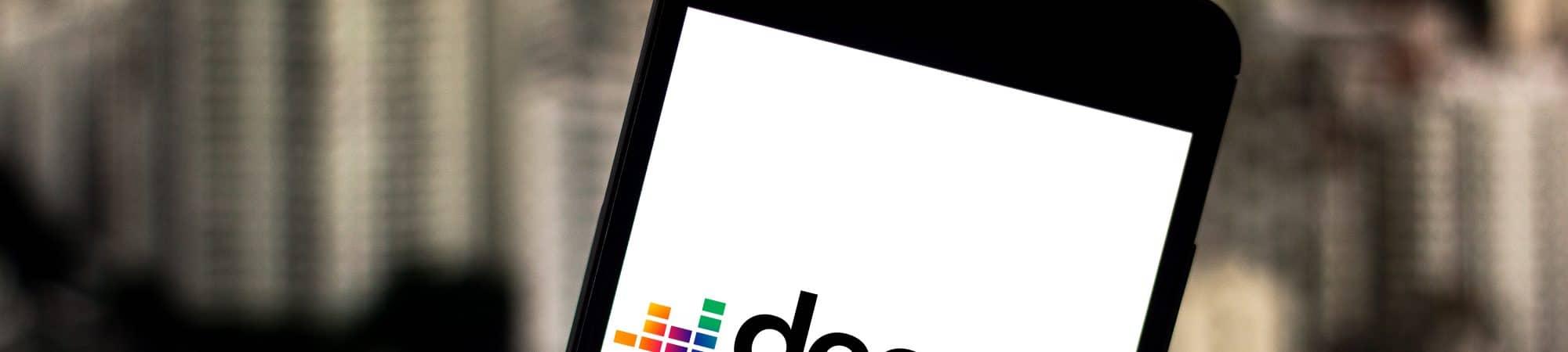 Aplicativo Deezer em tela de celular