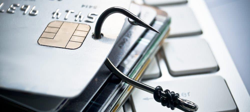 Imagen de tarjetas de crédito perforadas con un gancho