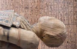 Arqueólogos encontram múmia milenar com língua de ouro