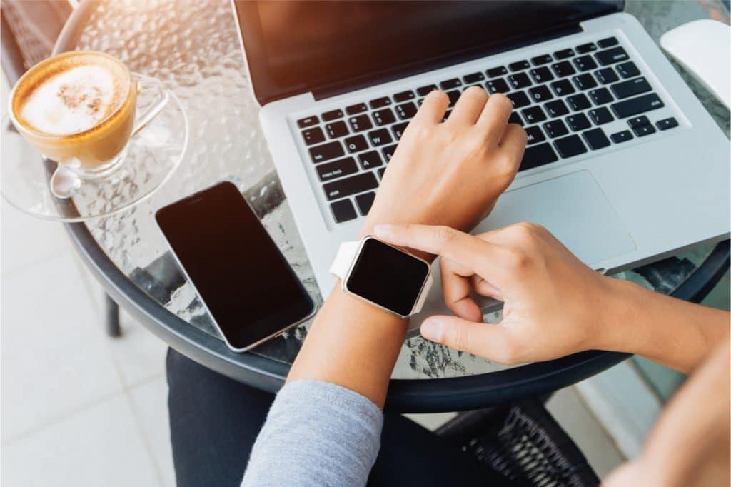 Apple Watch e iPhone contra disseminação da Covid-19