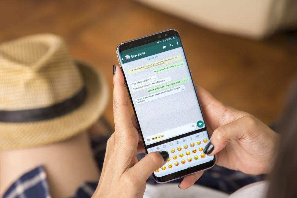 """Passo a passo de como esconder quando você está """"digitando"""" no WhatsApp -  Olhar Digital"""