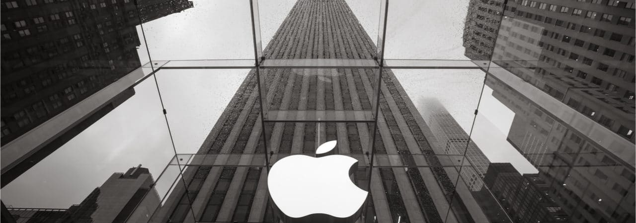 Imagem que mostra a fachada de uma Apple Store, em Nova York