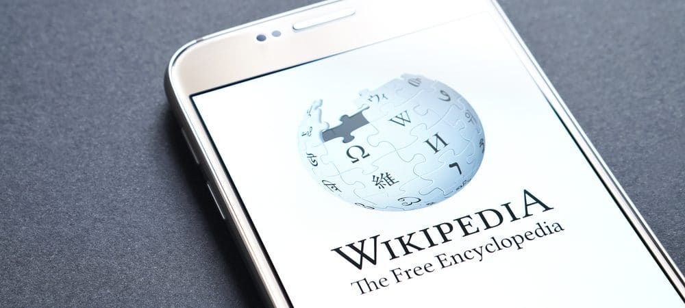 Telefone celular com a imagem da Wikipedia