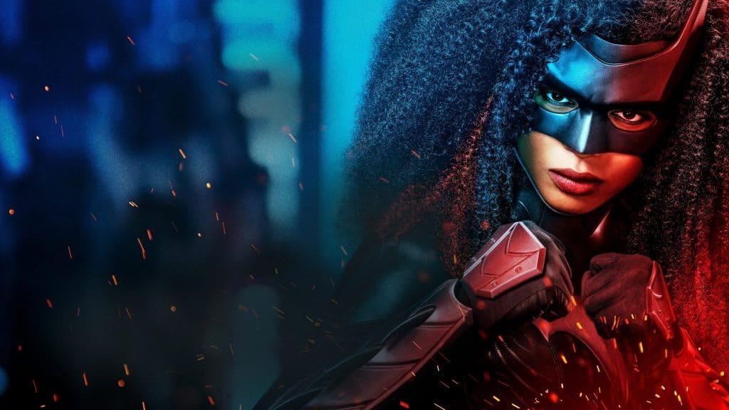"""Imagem mostra a atriz Javicia Leslie, caracterizada como a personagem """"Batwoman"""", da série de mesmo nome veiculada pela DC"""