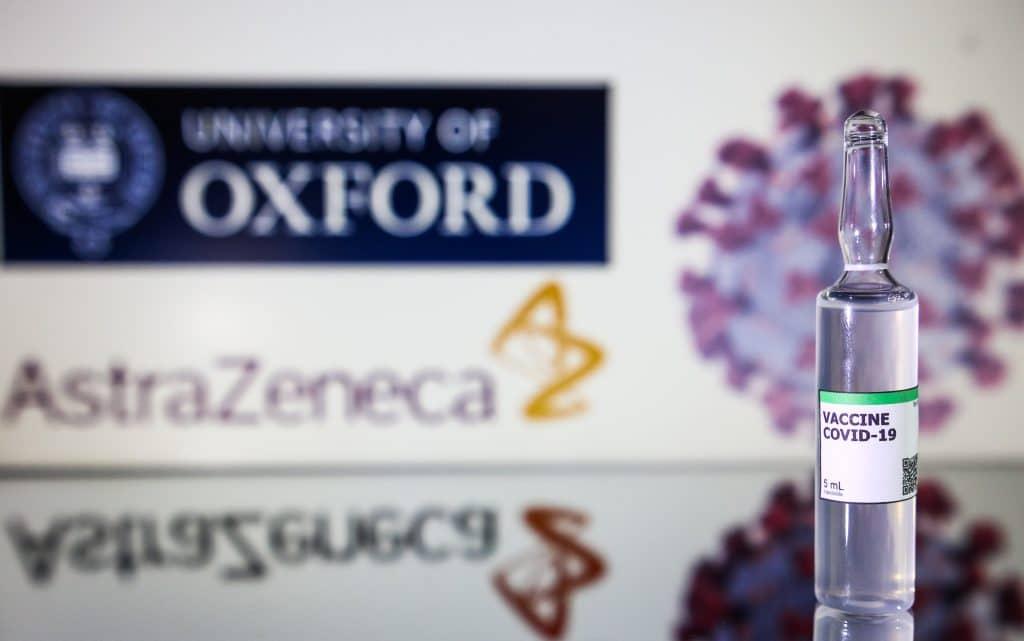 Cientistas descobrem possível ligação entre vacina da AstraZeneca e coágulos. Imagem: cadu.rolim / Shutterstock.com