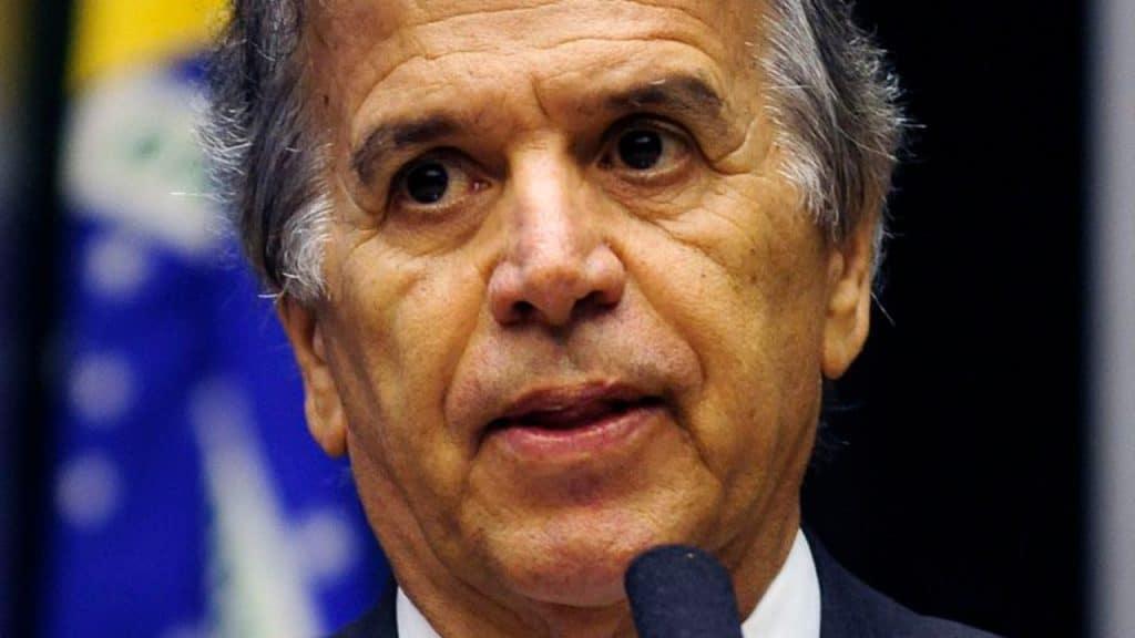 Imagem mostra o prefeito Edinho Araújo, de São José do Rio Preto. Ele decretou lockdown na cidade do interior de São Paulo