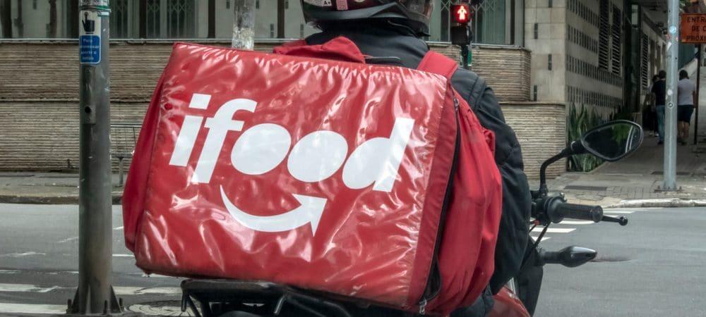 Entregador do iFood parado
