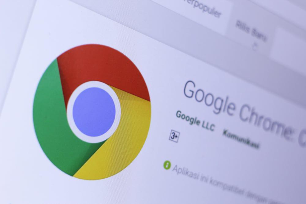 Imagem mostra a logomarca do navegador Google Chrome em um computador: nova versão do aplicativo ganhou melhorias de JavaScript, trazendo maior velocidade de navegação