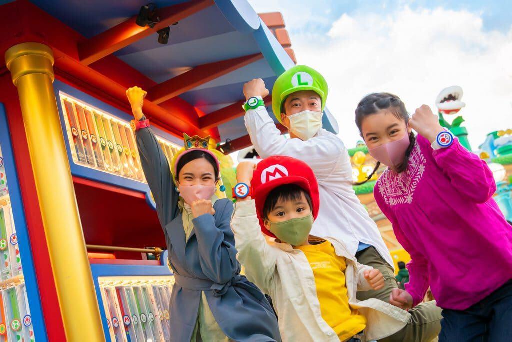 Inauguração de Super Nintendo World reuniu saudosistas e nova geração de fãs do icônico personagem Mario e seu universo. Imagem: Nintendo/Divulgação